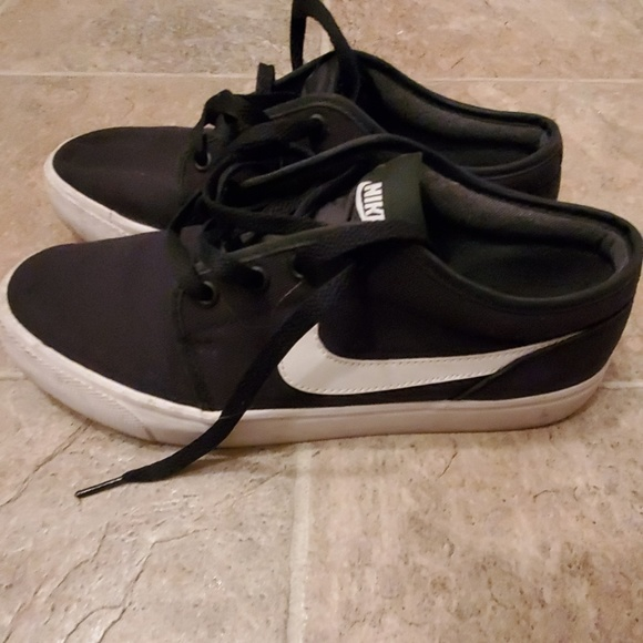 Nike Other - EUC Black and white Nike sneakers
